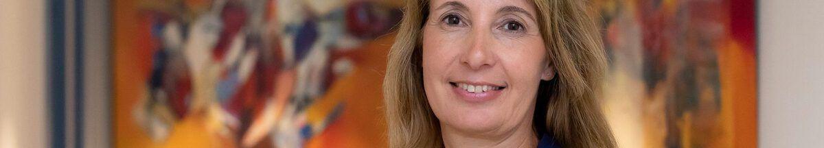 Monique Wassenaar in het kantoor van Van der Putten & Dunweg Uitvaartzorg